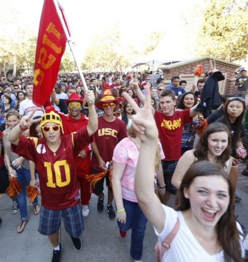 USC students head to the Coliseum for their first rally. (USC Photo/Steve Cohn)