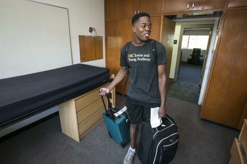 USC Iovine and Young Academy student Amri Rigby sees his room for the first time. (Photo/David Sprague)